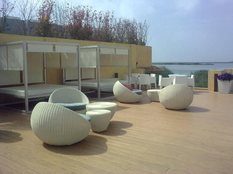 Vista desde la terraza: Balcones y terrazas de estilo  de Duart-Vila Arquitectes S.L.P.