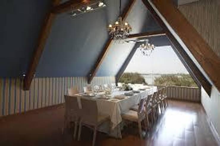 Vista del Salón privado situado en la parte alta de la Barraca Valenciana: Locales gastronómicos de estilo  de Duart-Vila Arquitectes S.L.P.