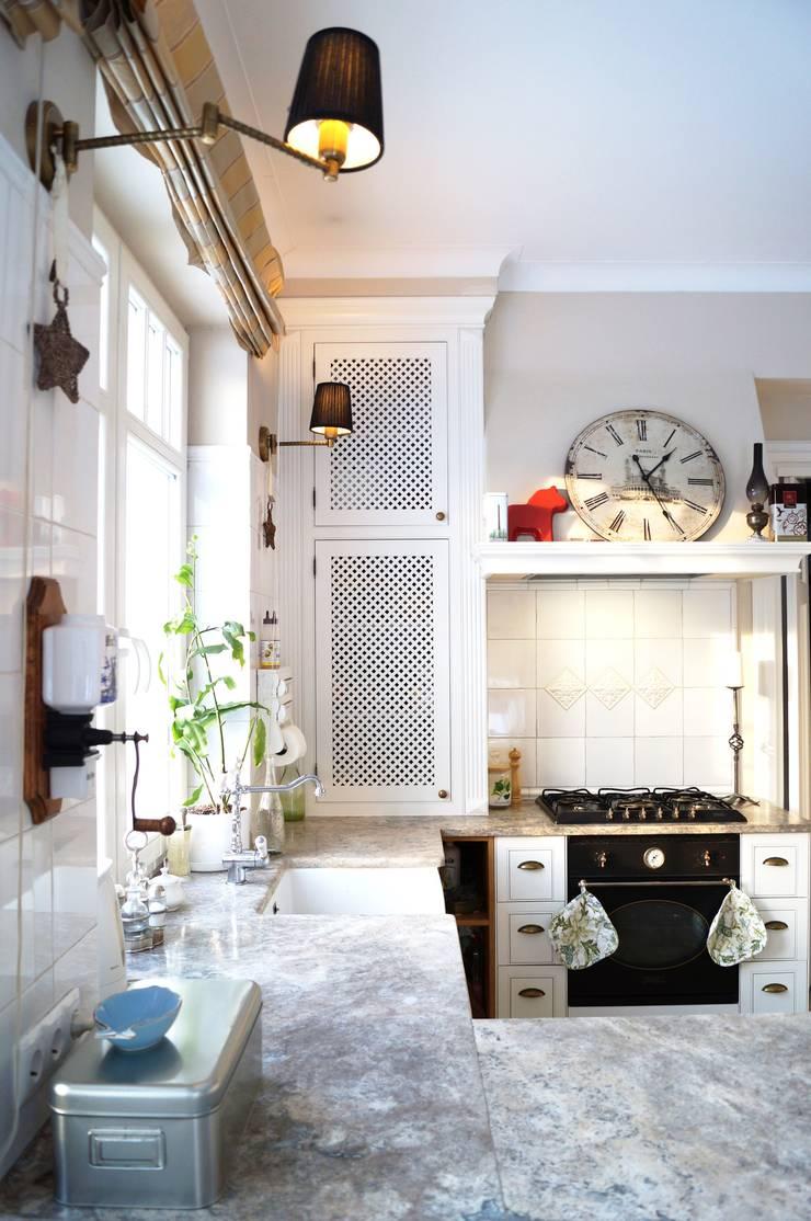 Kuchnia w stylu angielskim.: styl , w kategorii Kuchnia zaprojektowany przez GocaDesign