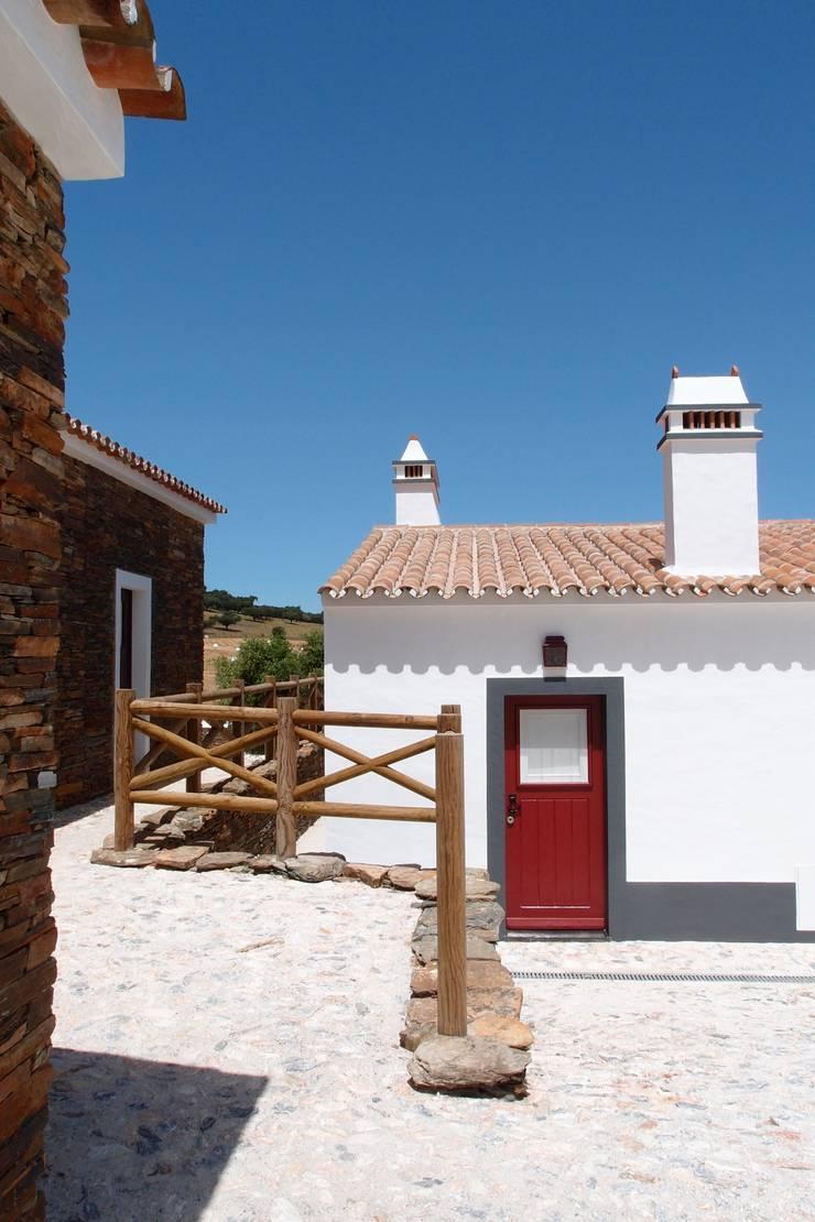 Alentejo – Portugal: Casas  por José Baganha & Arquitectos Associados