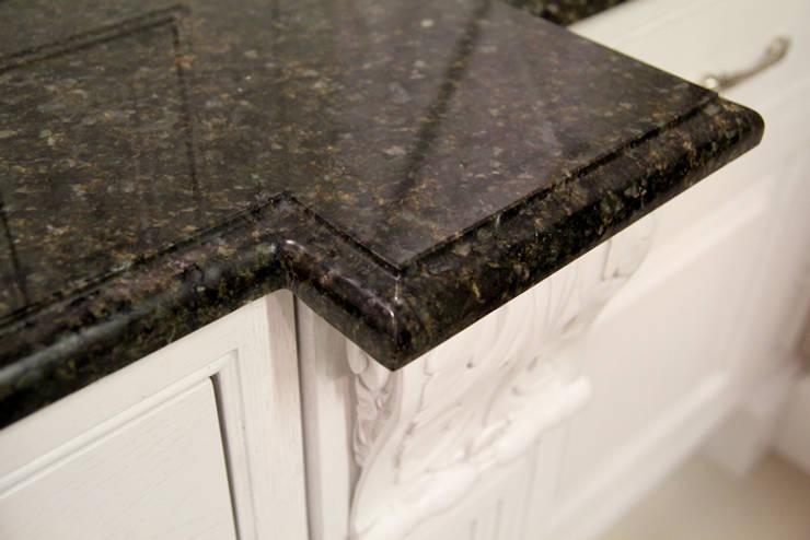 Blat kuchenny Verde Ubatuba: styl , w kategorii Kuchnia zaprojektowany przez GRANMAR Borowa Góra - granit, marmur, konglomerat kwarcowy