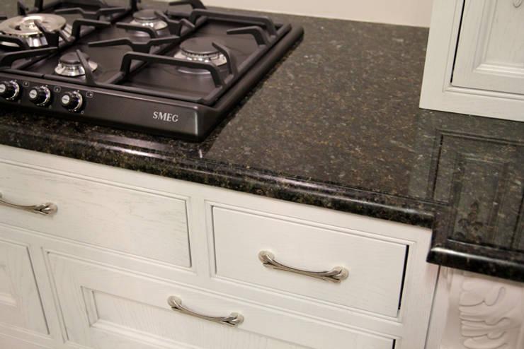 Verde Ubatuba - blat kuchenny : styl , w kategorii Kuchnia zaprojektowany przez GRANMAR Borowa Góra - granit, marmur, konglomerat kwarcowy