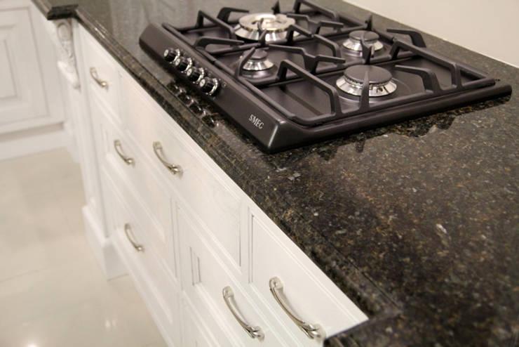Blat granitowy Verde Ubatuba: styl , w kategorii Kuchnia zaprojektowany przez GRANMAR Borowa Góra - granit, marmur, konglomerat kwarcowy