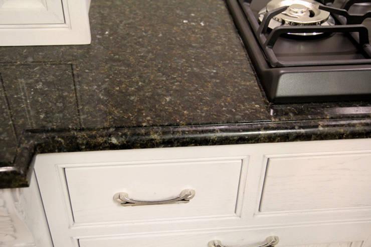 Naturalny granit Verde Ubatuba - Granmar Sp. z o. o. : styl , w kategorii Kuchnia zaprojektowany przez GRANMAR Borowa Góra - granit, marmur, konglomerat kwarcowy