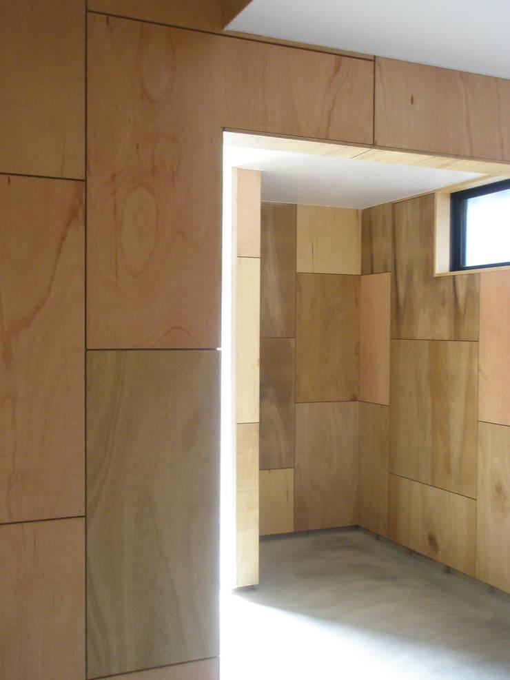 Corridor: ワダスタジオ一級建築士事務所 / Wada studioが手掛けた廊下 & 玄関です。