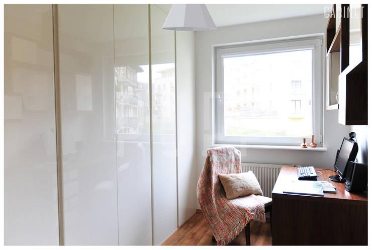 PRIVATE APARTAMENT 04: styl , w kategorii Domowe biuro i gabinet zaprojektowany przez PUFF