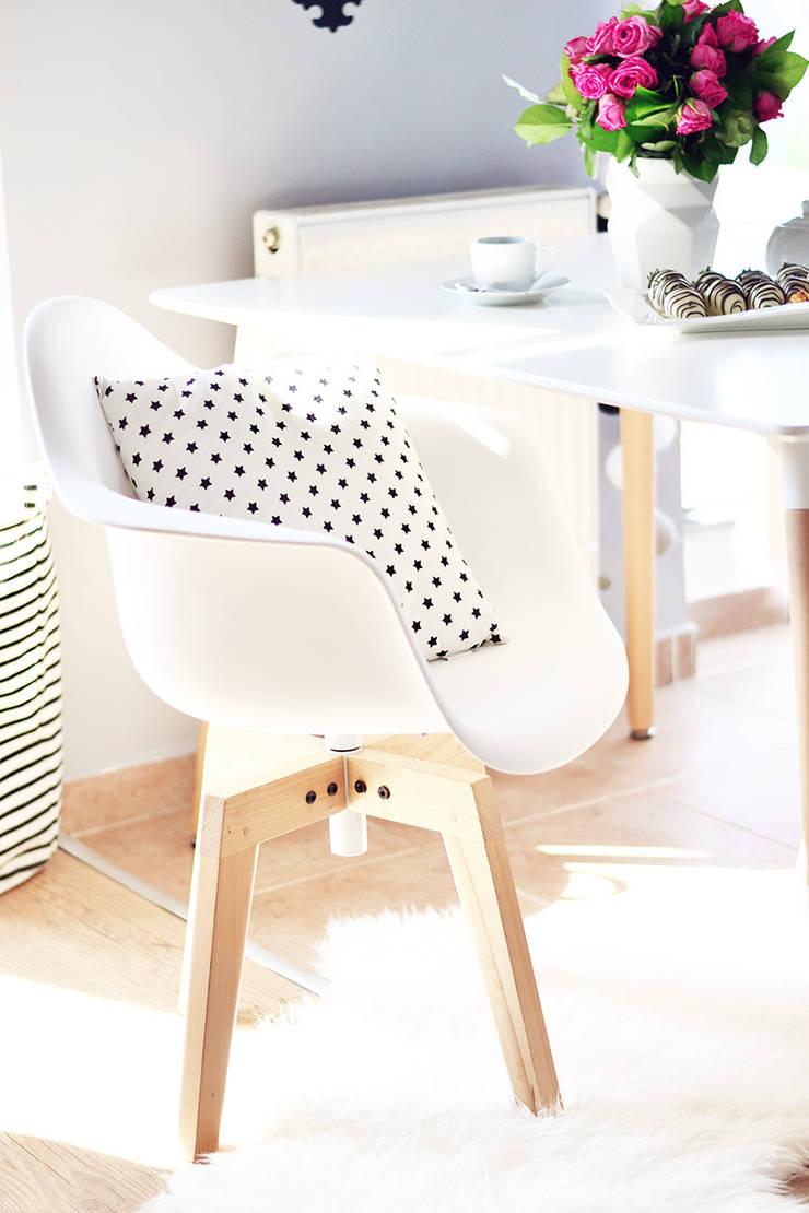 Pomysł na krzesło do jadalni: styl , w kategorii Jadalnia zaprojektowany przez Le Pukka Concept Store