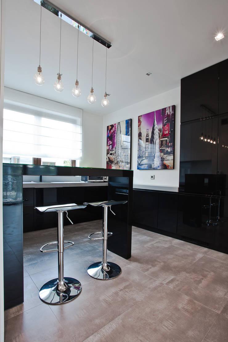 Aranżacja wnętrz domu jednorodzinnego, Gliwice: styl , w kategorii Kuchnia zaprojektowany przez modero architekci