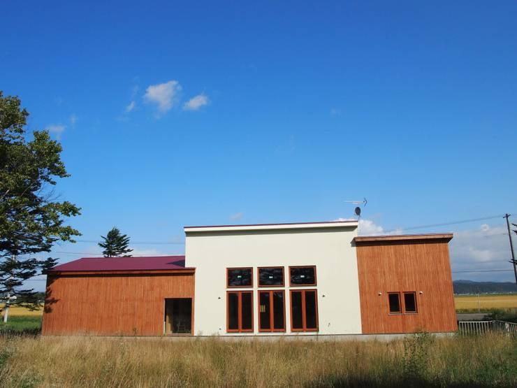 元保育園の建物を、自宅にリノベーションしました。: 家具工房旅する木が手掛けたです。