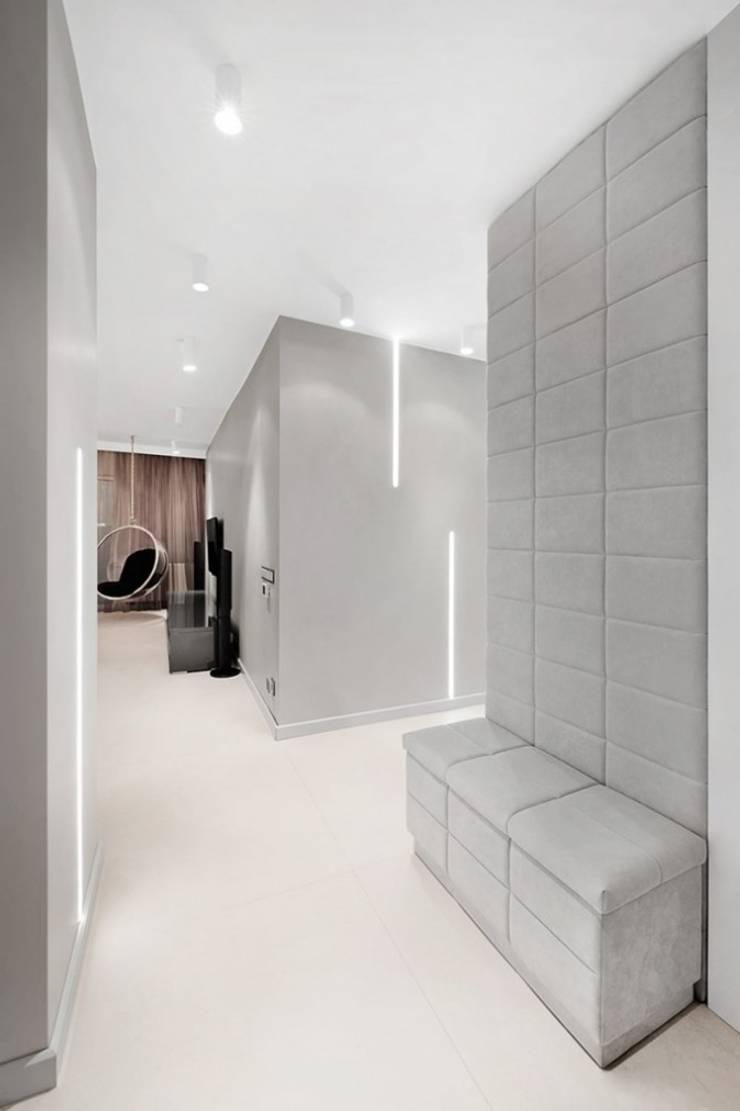 Couloir, entrée, escaliers minimalistes par Finchstudio Minimaliste
