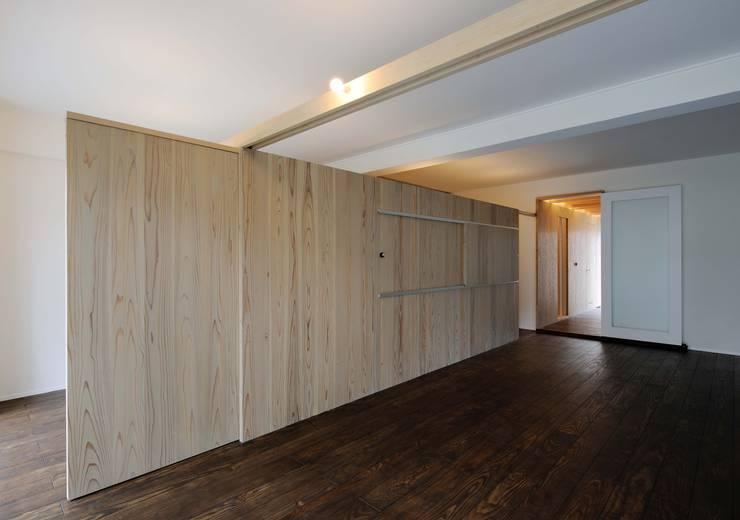 M-Room オリジナルデザインの リビング の ADS一級建築士事務所 オリジナル