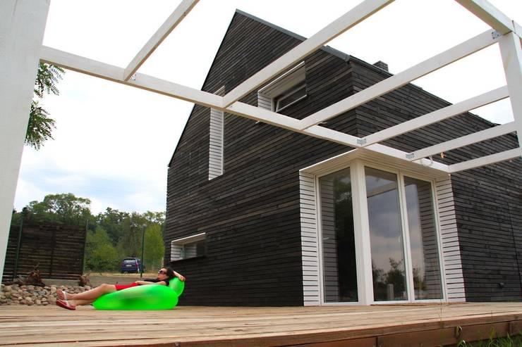 Dom letniskowy w Boszkowie: styl , w kategorii  zaprojektowany przez Major Architekci