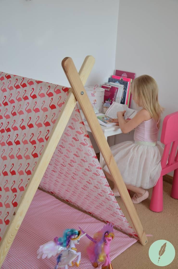 Domek namiot tipi flamingi: styl , w kategorii Pokój dziecięcy zaprojektowany przez Lucky Kids