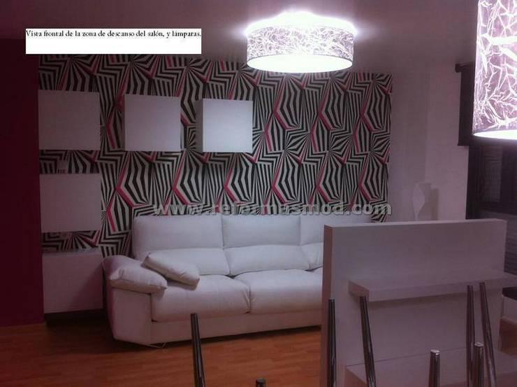 Un salón con lucernario muy personal.: Salones de estilo  de METODO ORIGINAL DECOR (Reformas MOD)
