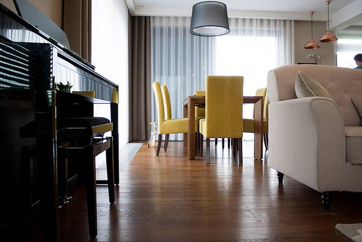 Dom pod Krakowem: styl , w kategorii Salon zaprojektowany przez Finchstudio