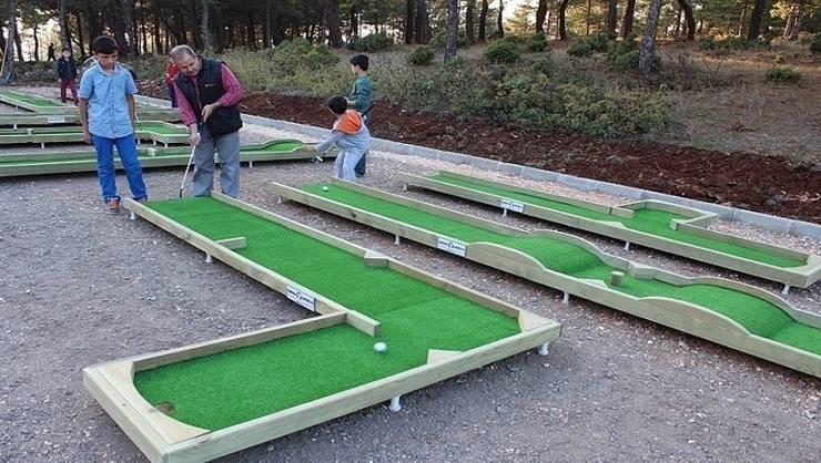 Garden Mobilya – Ahşap Mini Golf Sahası: modern tarz Bahçe
