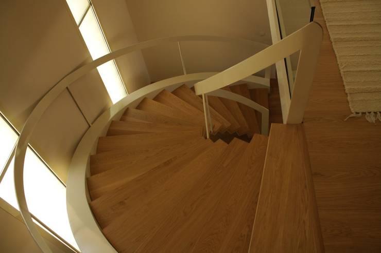 Visal Merdiven – Bodrum villa - Muğla:  tarz Koridor, Hol & Merdivenler