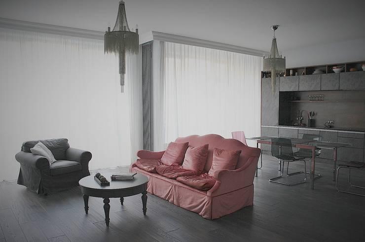 Нескучный серый: Гостиная в . Автор – PichuginaDesign