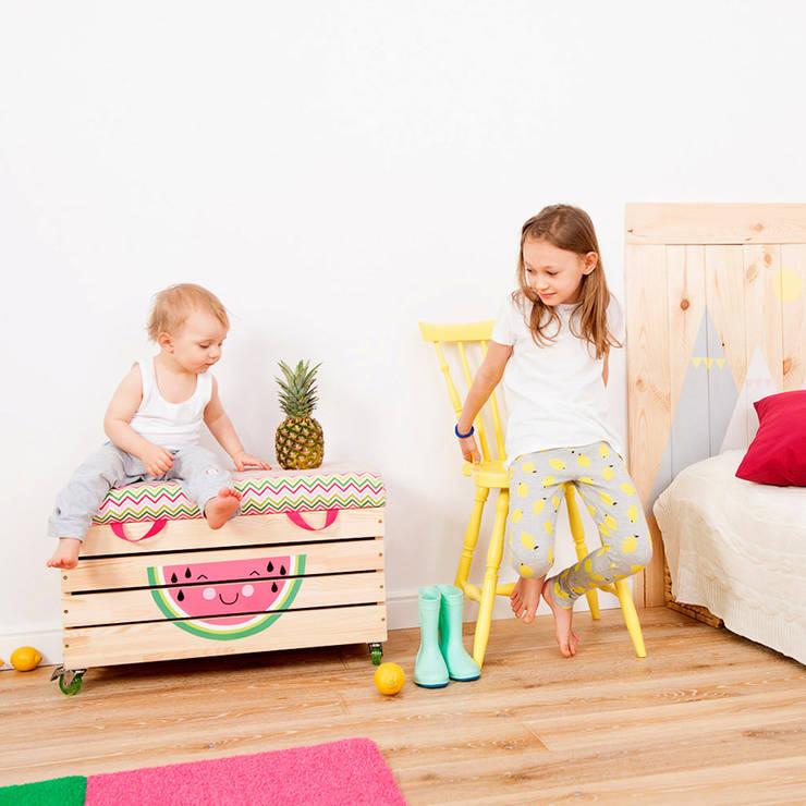"""Drewniana skrzynia na zabawki """"Watermelowe"""": styl , w kategorii Pokój dziecięcy zaprojektowany przez NOBOBOBO"""