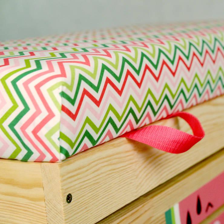 Drewniana skrzynia na zabawki <q>Watermelowe</q>: styl , w kategorii Pokój dziecięcy zaprojektowany przez NOBOBOBO