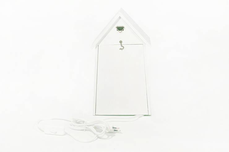"""Lampka nocna domek dla ptaków """"Sen pszczoły"""" tył: styl , w kategorii Pokój dziecięcy zaprojektowany przez NOBOBOBO"""