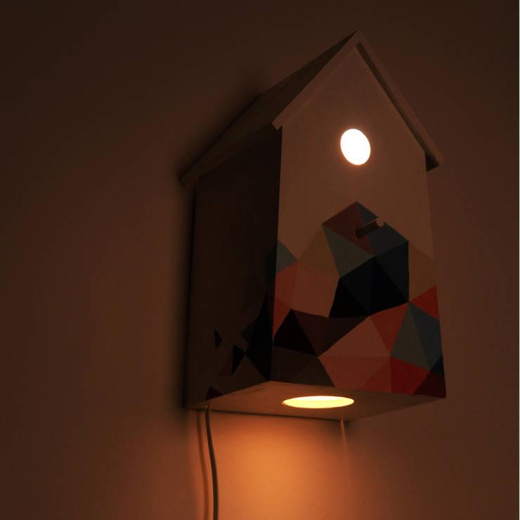 """Lampka nocna domek dla ptaków """"Sen pszczoły"""" po ciemku: styl , w kategorii Pokój dziecięcy zaprojektowany przez NOBOBOBO"""