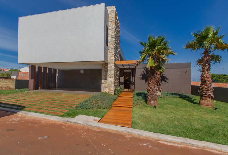 Fachada: Casas modernas por WTstudio