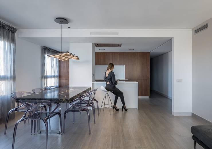 Comedor: Comedores de estilo minimalista de LLIBERÓS SALVADOR Arquitectos