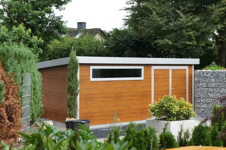 : moderne Garage & Schuppen von homify
