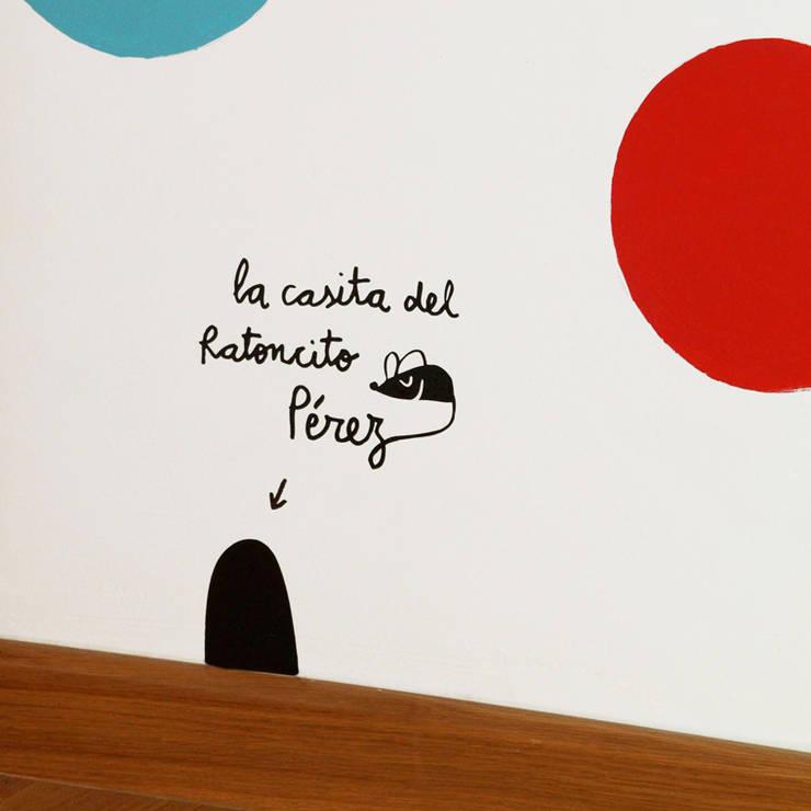 La casetta del topino: Pareti & Pavimenti in stile in stile Moderno di Le Civette sul comò srl
