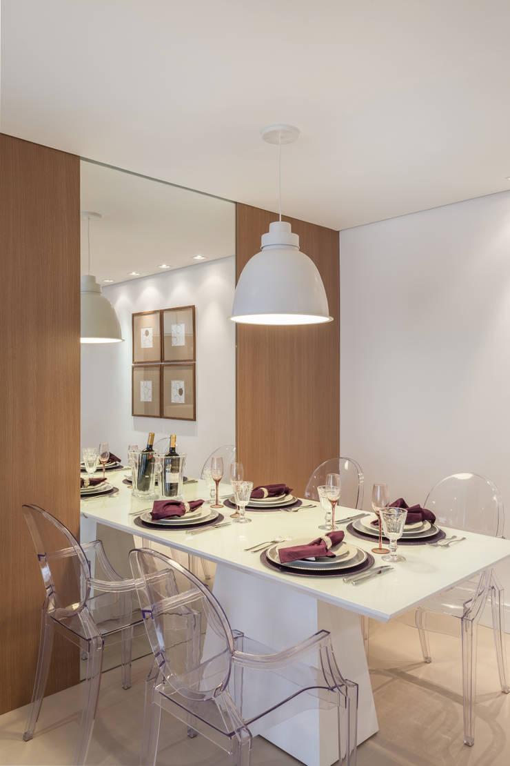 APARTAMENTO: Salas de jantar  por MARCY RICCIARDI ARQUITETURA & INTERIORES,