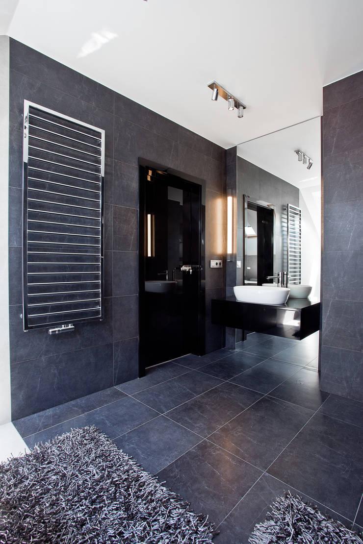 Aranżacja wnętrz domu jednorodzinnego, Gliwice: styl , w kategorii Łazienka zaprojektowany przez modero architekci