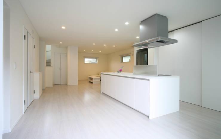 キッチン (ダイニング リビング): 吉田設計+アトリエアジュールが手掛けたリビングです。,