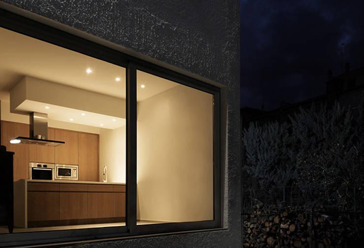Casa RC: Cucina in stile in stile Minimalista di (dp)ªSTUDIO