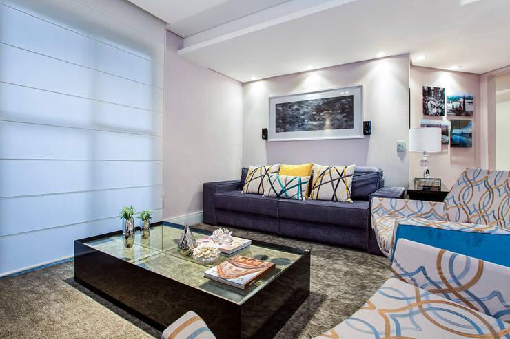 Apartamento Chácara Klabin (SP): Salas de estar  por Amanda Pinheiro Design de interiores