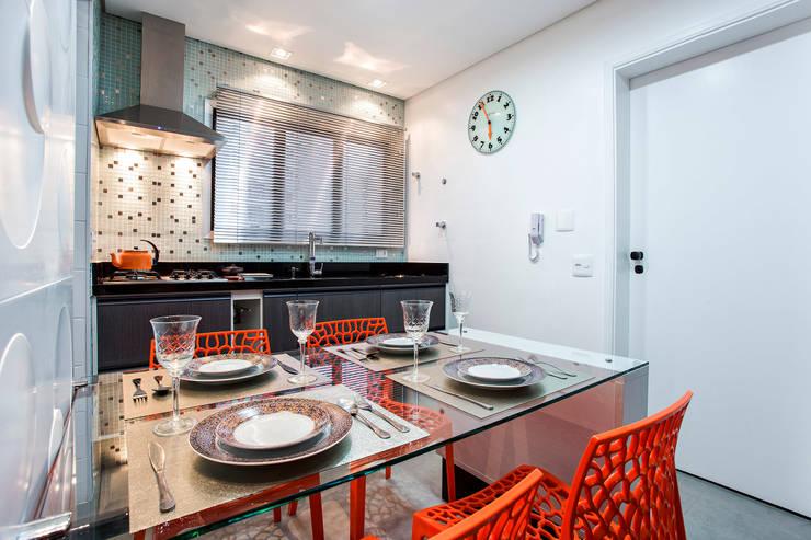 Apartamento Chácara Klabin (SP): Cozinhas  por Amanda Pinheiro Design de interiores