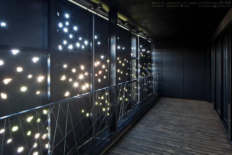 Maison Noire: Terrasse de style  par ar-quo
