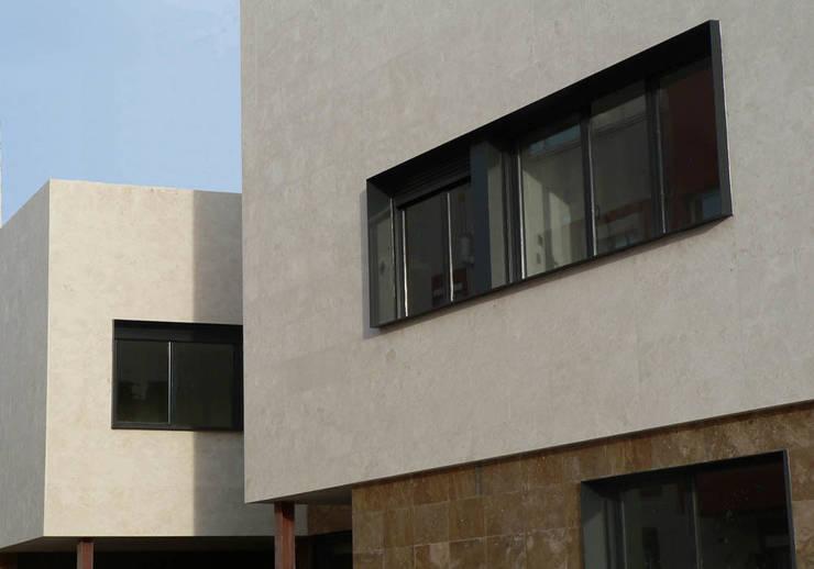 vivienda_unifamiliar_puçol_foto_exterior_1: Casas de estilo  de aguilar avila studio