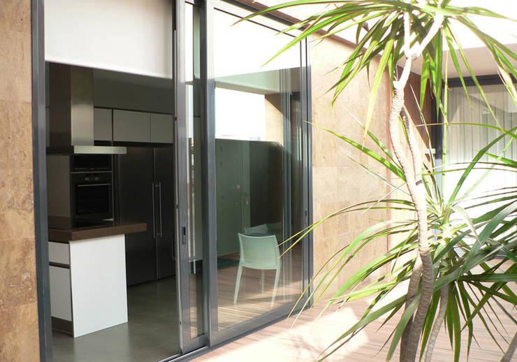 vivienda_unifamiliar_puçol_foto_exterior_3: Casas de estilo  de aguilar avila studio
