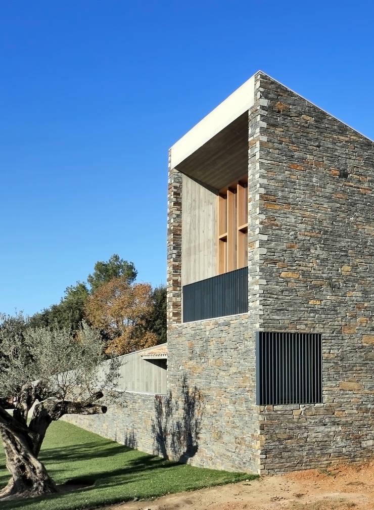 Casa S1: Terrazas de estilo  de bellafilarquitectes
