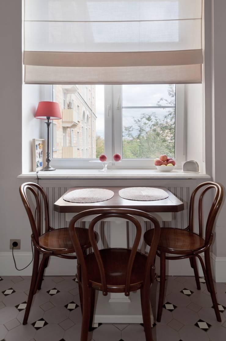 Квартира в сиреневых тонах: Кухни в . Автор – ANIMA