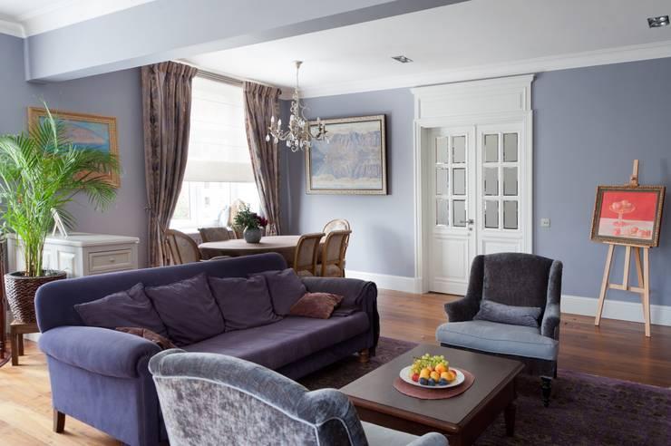 Квартира в сиреневых тонах: Гостиная в . Автор – ANIMA