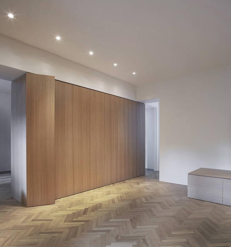 Wohnzimmer von (dp)ªSTUDIO, Minimalistisch