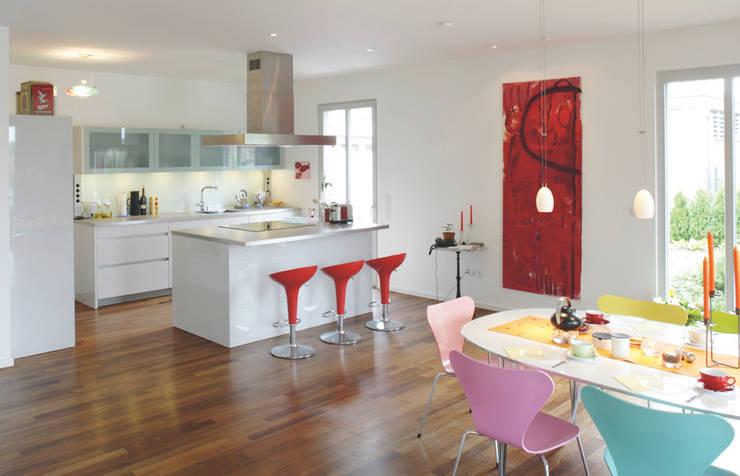 Cucina in stile in stile Moderno di Haacke Haus GmbH Co. KG