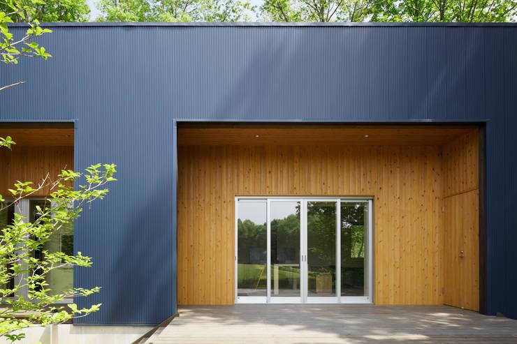 那須の別荘: 久保田章敬建築研究所が手掛けた家です。