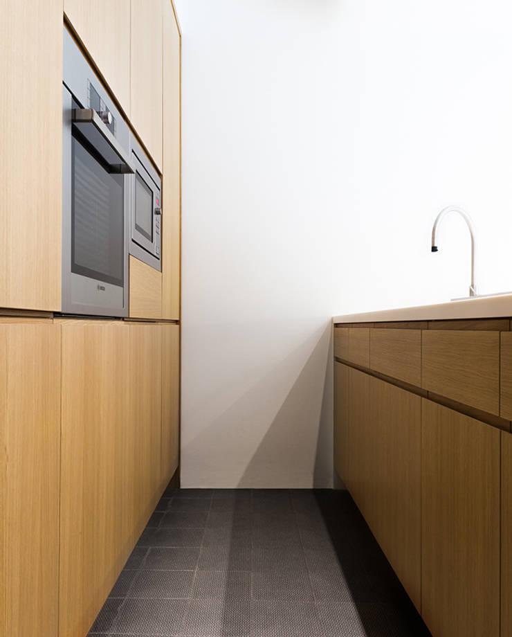 Küche von (dp)ªSTUDIO, Minimalistisch