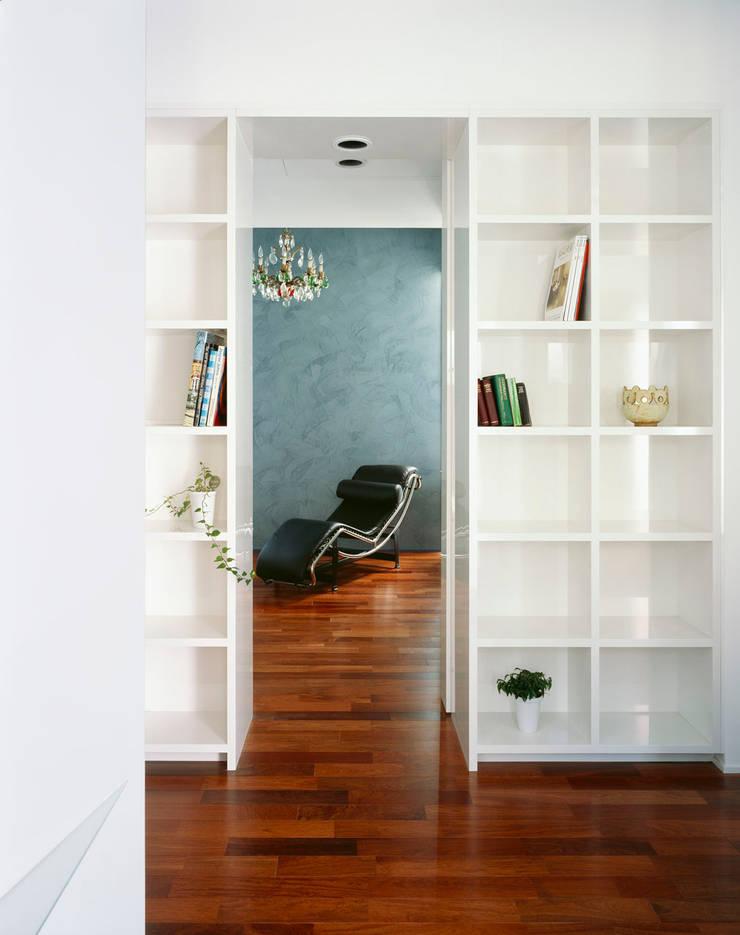 書斎&ゲストルーム: 久保田章敬建築研究所が手掛けた和室です。,モダン