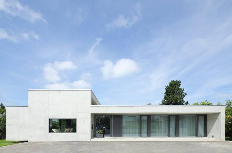 Maisons de style  par Schenker Salvi Weber,