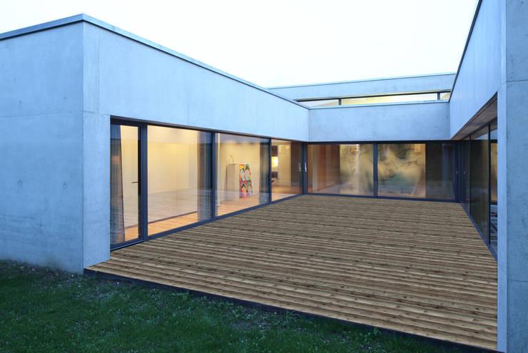 Haus S:  Terrasse von Schenker Salvi Weber