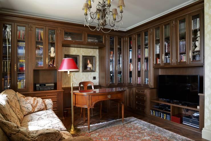 Квартира в английском стиле: Рабочие кабинеты в . Автор – ANIMA